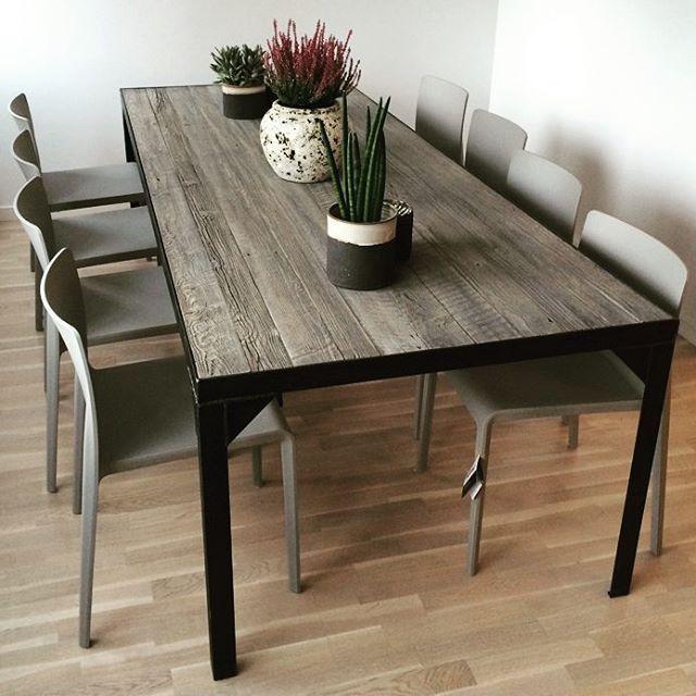 #manogri #spisebord med #pedrali Volt #stoler. #scandicool #industrielt #webshop www.drivved.no #kundebilde