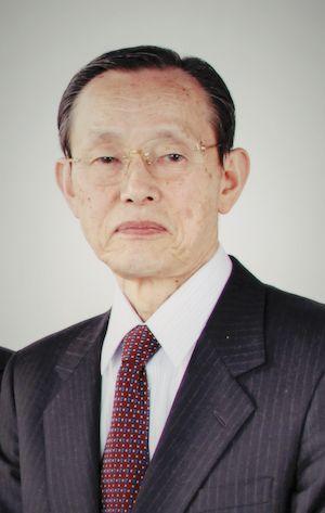 ゲスト◇近藤 祐司(Yuji Kondo)1932年産まれ、東京都新宿区出身。早稲田大学経済学部に入学するも中退し東北大学経済学部に再入学。卒業後は一部上場企業に入社し、製造・販売・開発・海外部門を歴任。1988年に通商産業省産業構造審議会専門委員に就任、翌年には、通商産業省異業種交流企業GCT(株)副委員長を兼任。その後、関連企業の取締役を歴任し1996年に定年を向かえ全取締役を退任。2006年に、新宿区主催の夏目漱石を祭る「漱石公園」リニューアルに応募を機に『NPO法人 漱石山房』を設立。漱石生誕140周年記念協働事業に応募参画し、協賛金500万円を元手に漱石の各種啓発事業を展開。現在も漱石の功績を現在に伝える為に精力的に活動している。また、趣味として水彩画にも傾倒。泡坂妻夫氏の連載小説「春のとなり」全20巻の挿絵の担当や個展も開催している。