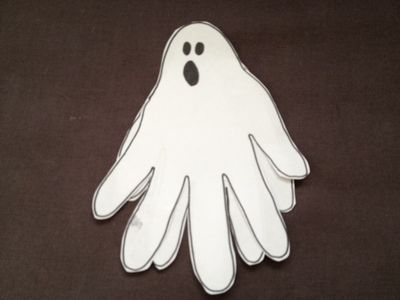 if youre looking for a quick and mess free halloween craft for young kids then this little paper ghosts is perfect - Halloween Crafts For Preschoolers Easy