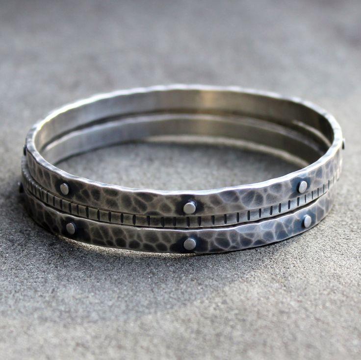 Argento braccialetto - accatastamento bracciali - bracciali argento - martellato Argento Bracciali - braccialetti d'impilamento pesante - Set di bracciali d'argento di lsueszabo su Etsy https://www.etsy.com/it/listing/171537861/argento-braccialetto-accatastamento