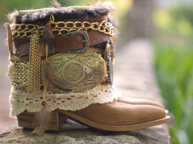 Reciclado personalizada REELABORADO vintage encaje festival boho botas vaqueras - boho botas - gitano western boots botas cuero tobillo botas de TheLookFactory en Etsy https://www.etsy.com/es/listing/211989435/reciclado-personalizada-reelaborado