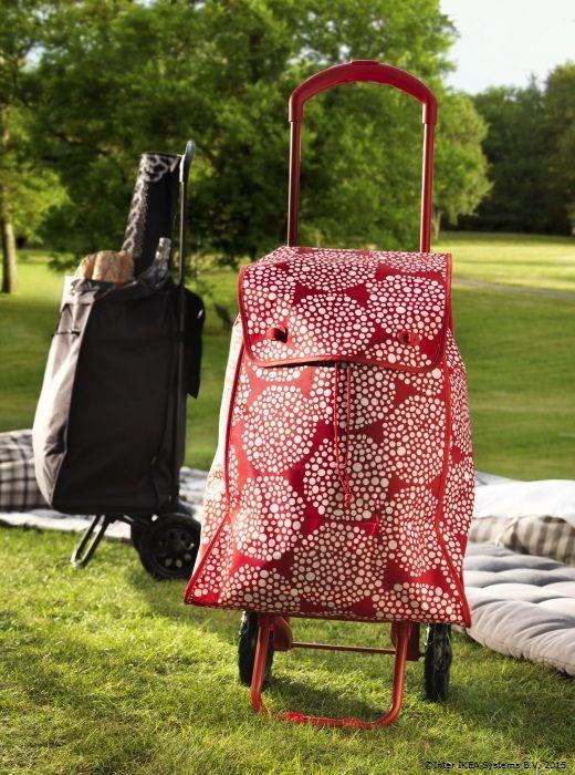 Căruciorul cu rotile şi sacoşa de 47l sunt numai bune pentru a fi încărcate cu bunătăţi pentru acasă. Tot ce îţi mai trebuie este lista de cumpărături. www.IKEA.ro/sacosa_KNALLA
