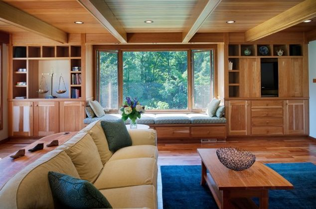 Spice Up Your Interior With Astonishing Ceiling Design: Simple And Subtle Wood Paneled Ceiling Incorporates The Existing Wooden Beams Seamlessly
