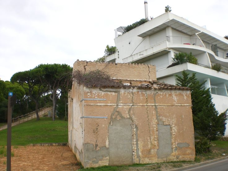 The old shepherds hut on the way to Julia's Beach, Val do Lobo now boarded-up with concrete - Oct 2014