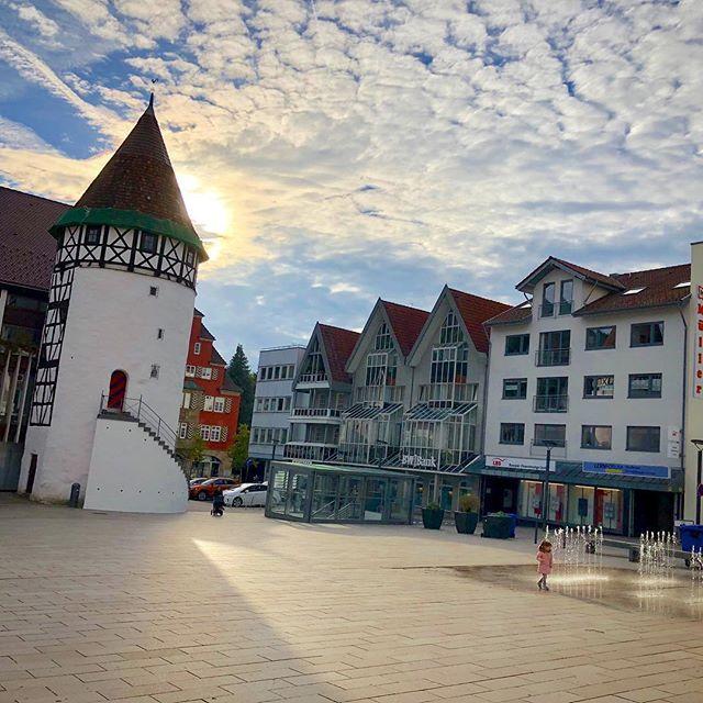 Morgenstund Hat Gold Im Mund Oder So Der Platz Hinter Dem Burgerturm In Der Innenstadt Von Albstadt Ebingen War Fruher Ein Parkp Instagram Big Ben Landmarks