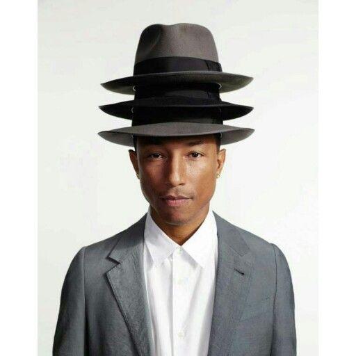 #pharrellwilliams  Chapéus são a marca registrada do cantor, principalmente a cor cinza , que é sua predileta.  Garanta o seu também ! www.chapeueestilo.com.br
