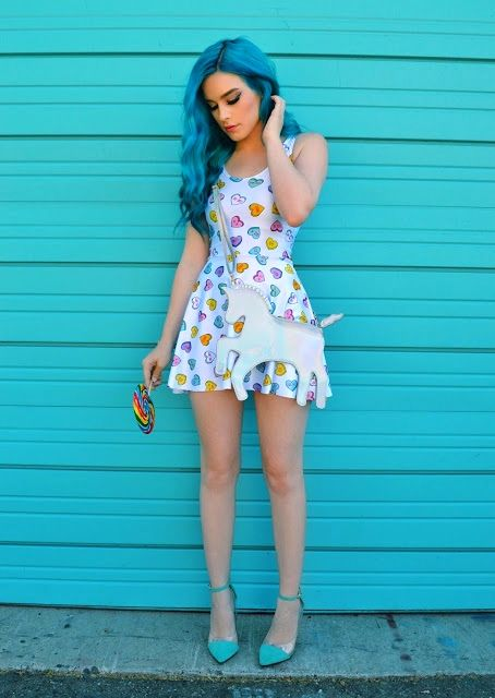 Super cute outfit and hair