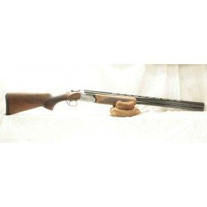 Ce fusil de chasse de construction classique et soigné vous donnera satisfaction pendant de nombreuses années.  La longuesse et la crosse en noyer recoivent un quadrillage diamanté de bonne qualité.