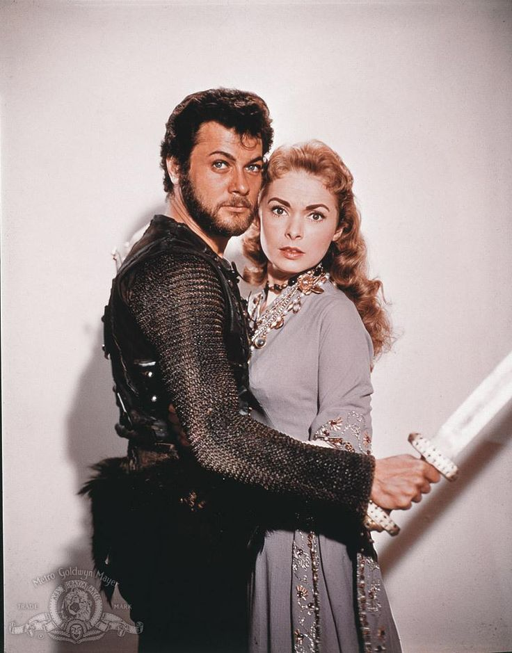 Still of Tony Curtis and Janet Leigh in Vikingarna (1958) http://www.movpins.com/dHQwMDUyMzY1/the-vikings-(1958)/still-4116691712