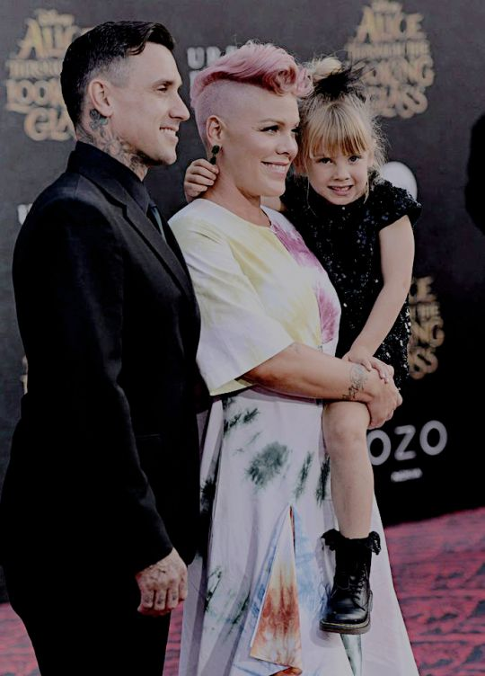 P!nk, Willow, and Carey at the Alice Through The Looking Glass Premiere. May 23, 2016