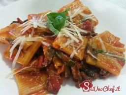 La pasta alla siciliana è un piatto ricco e saporito!