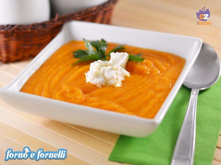 La vellutata di zucca è un piatto completo, leggero e buonissimo. Questo è il periodo perfetto per prepararla