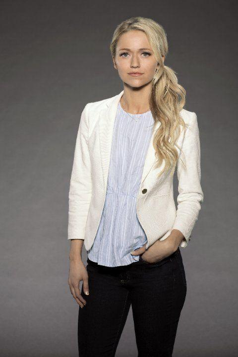 Still of Johanna Braddy in Quantico (2015)