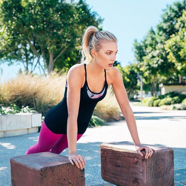Spor, her zaman ve her yerde… Aktif yaşayan kadınlara özel koleksiyonlar, dünyanın önde gelen lüks spor giyim markaları, seçili ürünlerde indirim fırsatıyla Stilefit.com'da.