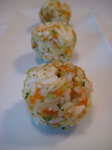 Japanese Rice balls toddler treat lunch dinner snack broccoli vegetables carrots rice easy kid quick cheap school