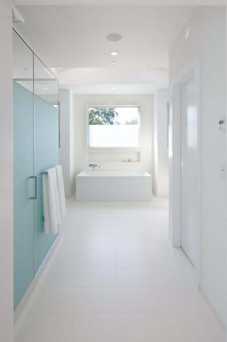 white-bathroom-tub-apr15