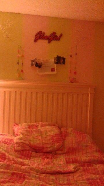 Best bedroom ever and it's all mine mwahahahaha.