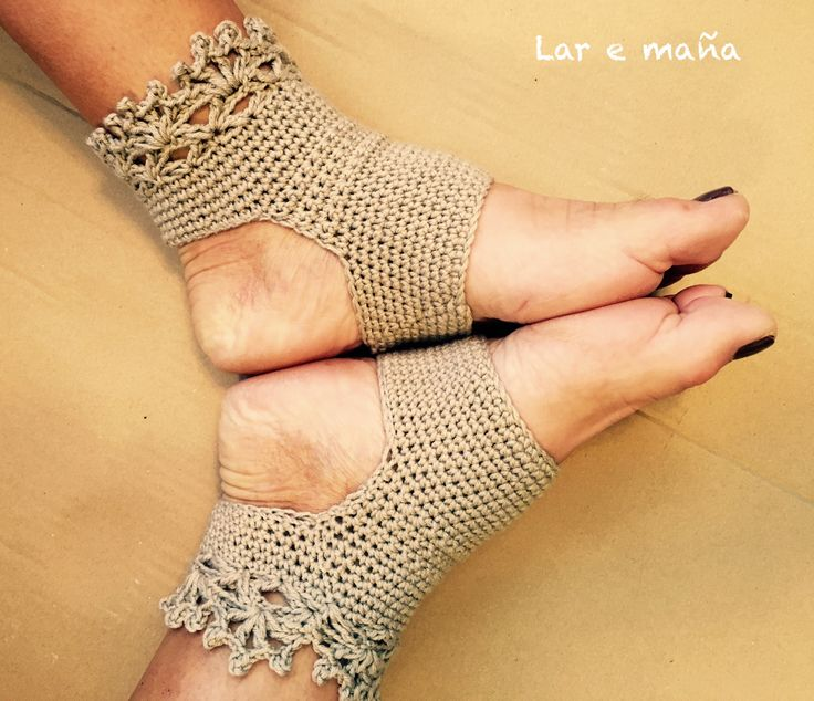 Calcetines yoga hechos a mano en ganchillo. www.laremana.blogspot.com