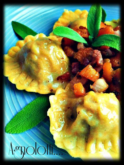 Agnolotti alle carote ripieni di maiale con pancetta croccante, salvia e patata dolce | Honest Cooking Italia
