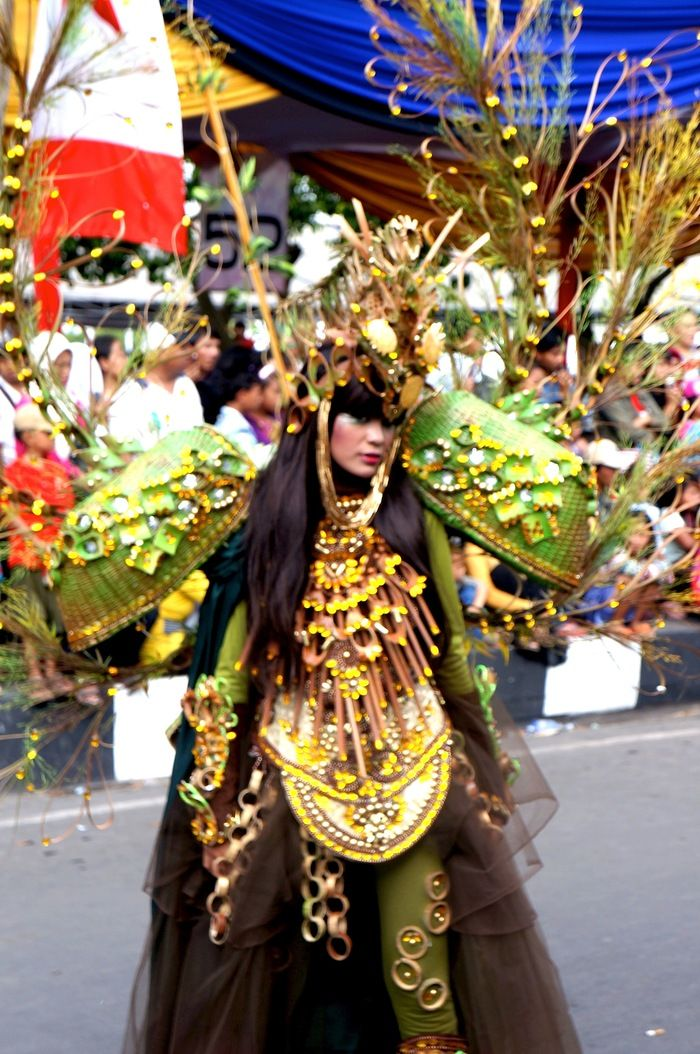 Bamboo Fashion: This girl had managed to create outstanding bamboo themed costume out of mundane traditional bamboo items. (Photo by Icha Rahmanti)