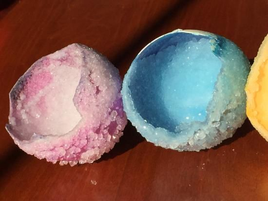 Have you ever grown your own crystal geodes? Try this egg experiment and grow your very own borax crystals in a shell! Experiment with different borax concentrations and see how big your crystals can grow.