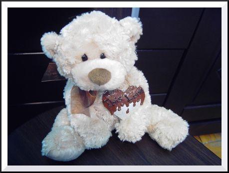 Čokýnek Čokýnek nadevše miluje čokoládu.. ..je vysoký 30 cm..¨ a zdobího autorská brož..