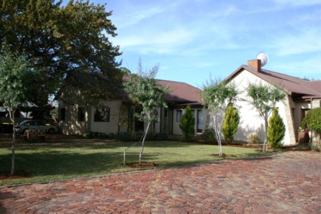 Oak Rest Bed and Breakfast - Oak Rest Bed and Breakfast offers 10 en-suite luxury rooms and secure parking, ideal for the modern traveller. Our services and rates are aimed at the needs of the business traveller and tourists seeking ... #weekendgetaways #kimberley #southafrica