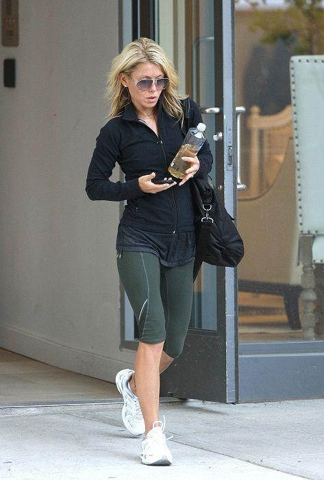 Kelly Ripa dancing | Being a big fan of Soul cycle , Kelly considers it a superb way to ...