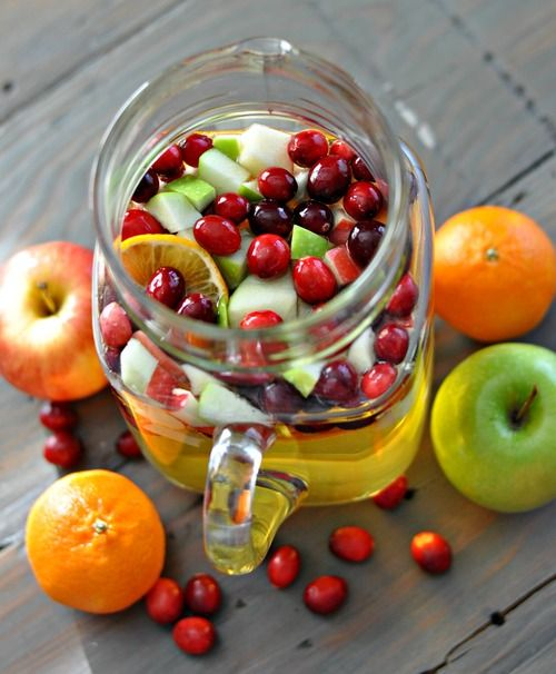 Holiday Sangria (1 bottle white wine, 1/2-1 bottle sparkling apple cider or apple juice, 2 clementines, 1 granny smith apple, 1 gala apple)