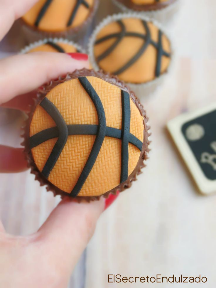 BASKET Mini Cupcakes