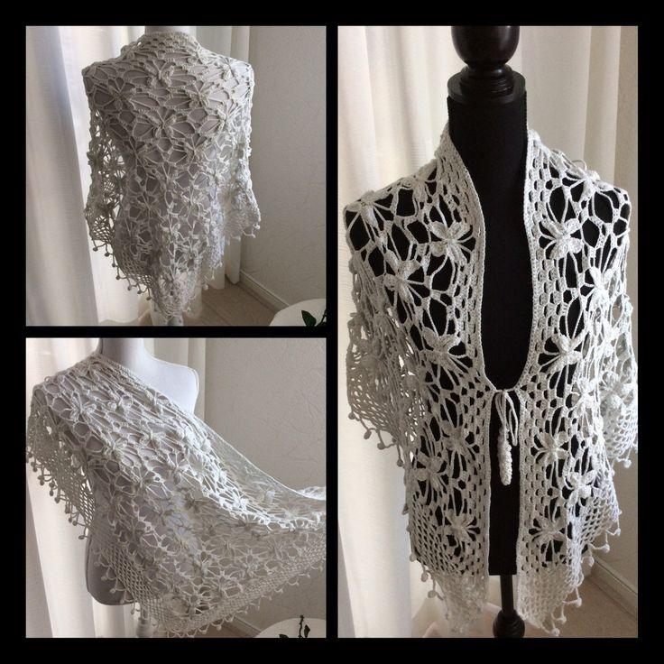 Gehaakte witte vlindersjaal met sluiting. Subtiel zilverglitterdraad super zacht. Crochet Shawl can be closed . All over butterflies and very soft cotton