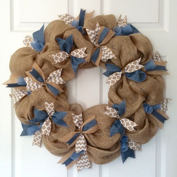 The Burlap &Chambray DenimWreath has that country farmhouse feel. Rustic burlapisthe perfect backdrop to the clean contrast of the chambray blue, chevr