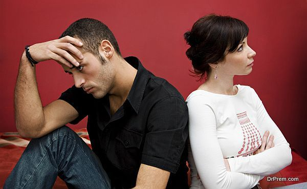 Reading the signs to see if your partner is commitment phobic | Love Guide by Dr Prem | http://drprem.com/love/reading-signs-see-partner-commitment-phobic | #LoveandRelationshipsGuide #BlameGame, #CommitmentPhobic, #CommitmentPhobe, #Featured, #FuturePlanning, #JustAFriend, #MeetHisFriends, #ReadingTheSigns, #Top
