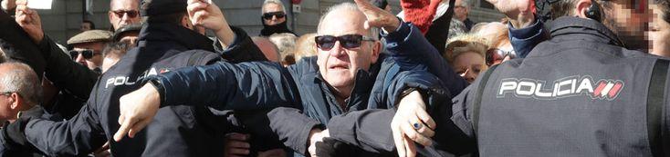 Miles de jubilados cortan el acceso al Congreso de los Diputados para reclamar unas pensiones dignas