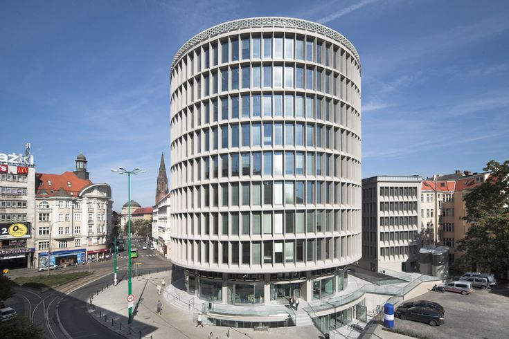 Okrąglak building in Poznań. Credit: IMMOBEL POLAND Sp. z o.o. Best Modernisation of 2012 Award for Okrąglak Poznań by ARUP