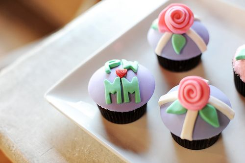 how to decorate cupcakes with fondant