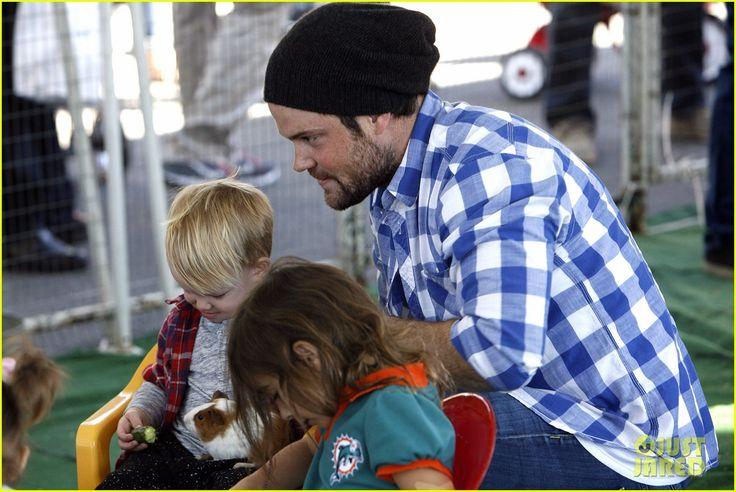 Hilary Duff and Mike Comrie take their son Luca to the Farmers Market on November 24, 2013