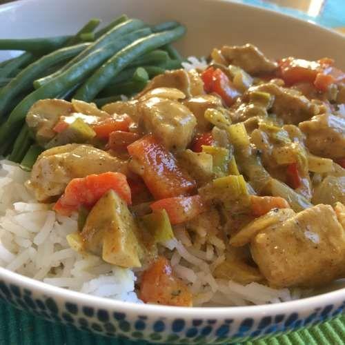 Kip curry met paprika, prei en champignons