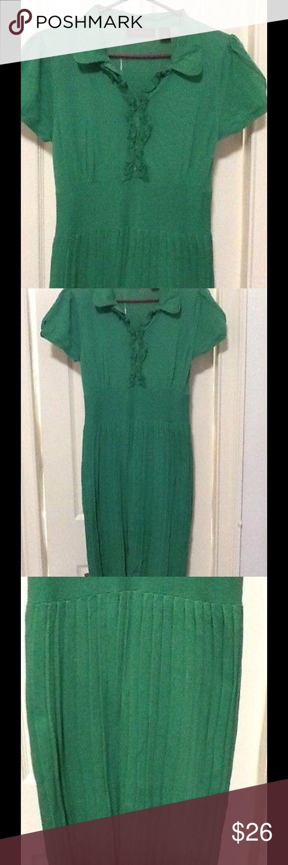Green dress Chadwick's Kelly green dress size 12 knit style with pleats in the bottom cotton Chadwicks Dresses Midi