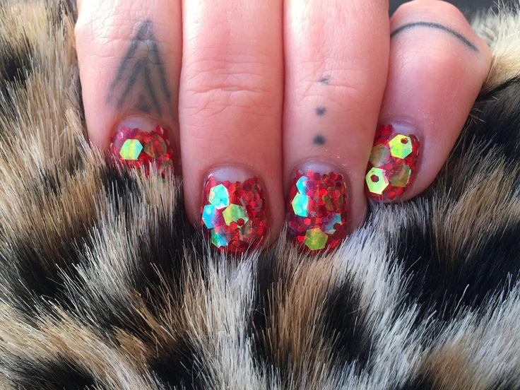 instagram: piiahiltunen #christmasnails #hologramnails #gelnails #nails #Glitternails #fingertattoo #leopardprint #red #nailinspiration #nailart #naildesigns