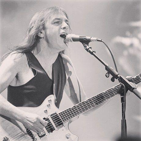 R.I.P. AC/DC's Malcolm Young #rip #acdc #malcolmyoung #ruheinfrieden #highwaytohell #rockmusician #rocknroll #acdc #acdcfan #acdcrockorbustworldtour #forthoseabouttorockwesaluteyou #wesaltueyou #electricguitar #rythmguitar #rocklegends #justmusichamburg #justmusicberlin #justmusicdortmund #justmusicmünchen #allesfürmusiker #musicstore #musicshop #musikgeschäft #breakingnews