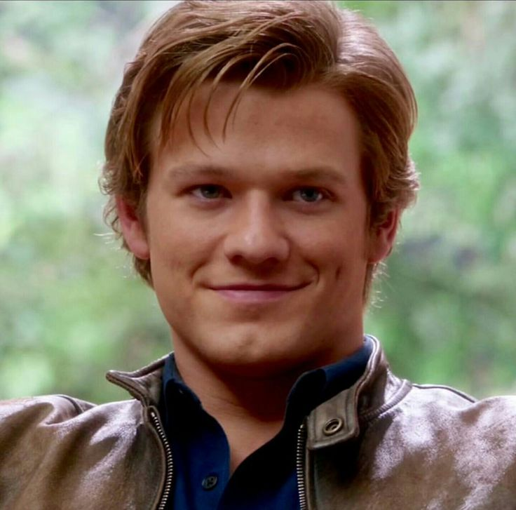 Lucas Till as Angus MacGyver in the MacGyver reboot 1x14 Fish Scaler
