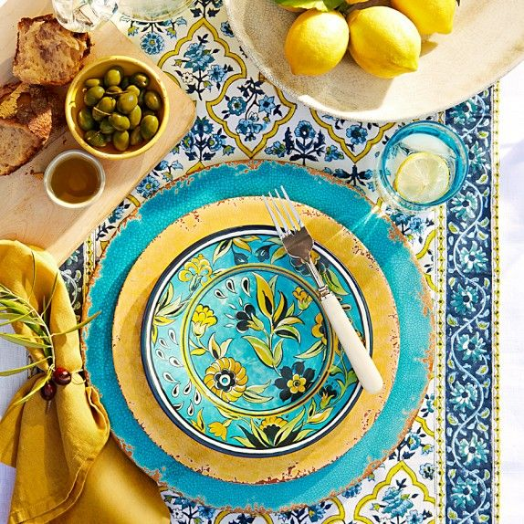 Love this summery tablesetting from Williams-Sonoma