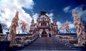Gereja Katolik di Palasari, Bali / La chiesa cattolica a Palasari - Bali, prende una forma di inculturazione con la tradizione locale.
