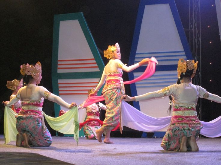 KATUMBIRI, classic traditional dance, sundanese ethnic group, West Java, Indonesia