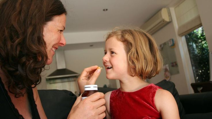 Did you know you should give under-fives vitamin tablets? - BBC News