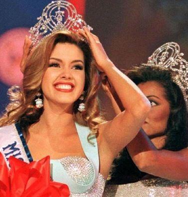 Kelli McCarty (Beta Chi)- Actress, Model, Miss USA 1991.