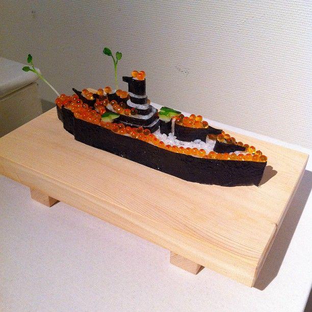 """""""軍艦巻き""""  Gunkan maki sushi = Battleship maki"""