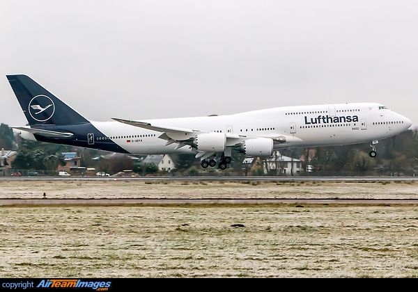 First Lufthansa Boeing 747-8 in the new livery arrived at HAM after