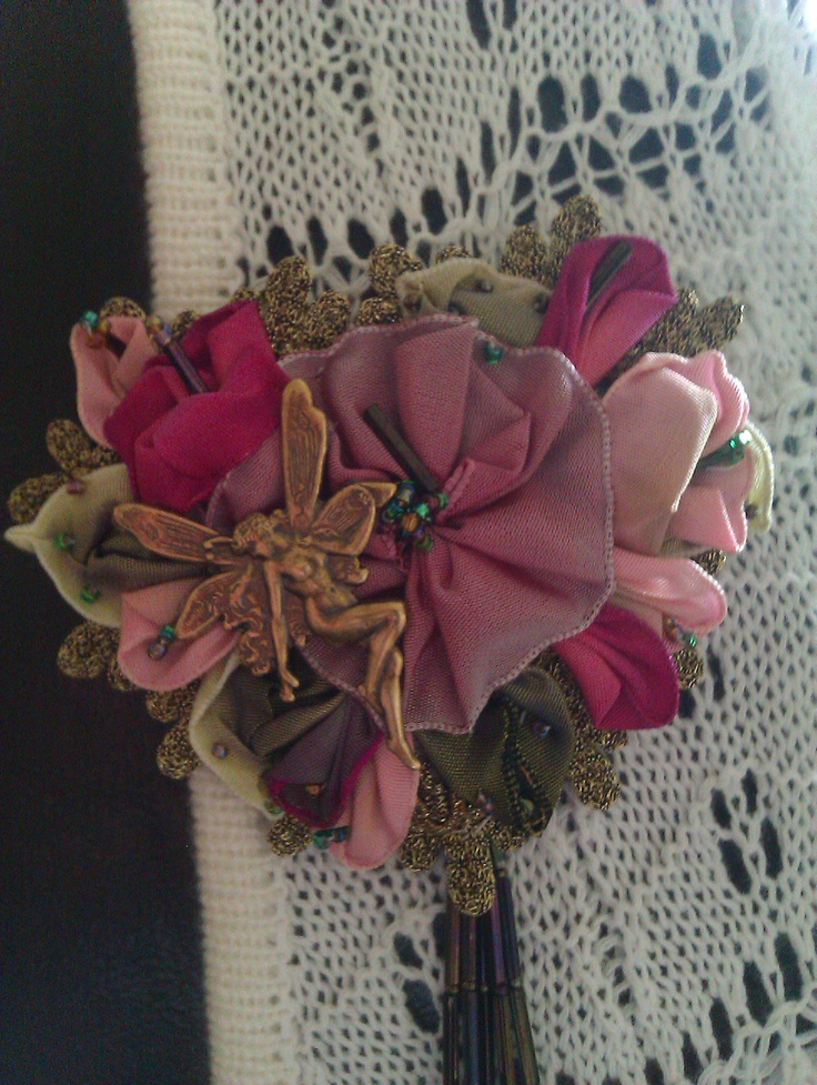 Handsewed brosch with vired edge rose and brass charmesEdging Rose, Vire Edging